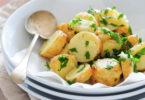 Připravte si na štědrovečerní tabuli bramborový salát bez majonézy