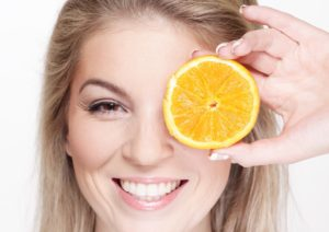 Dbejte na pravidelný přísun vitamínu C ve vaší stravě! Budete krásná