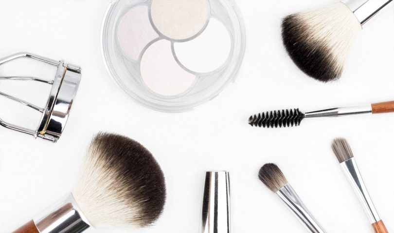 Jaké základní kosmetické přípravky a pomůcky by vám doma neměly chybět?