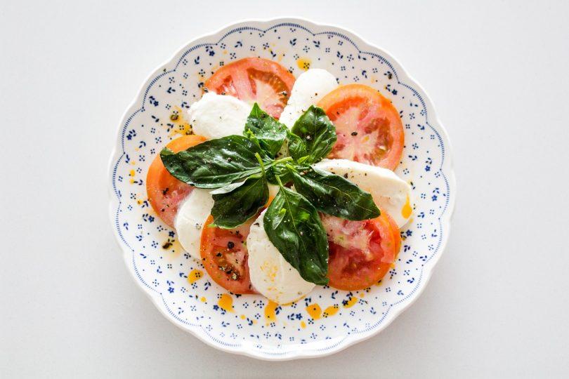 3 recepty na  zdravé pokrmy, které váš organismus v létě dokonale hydratují