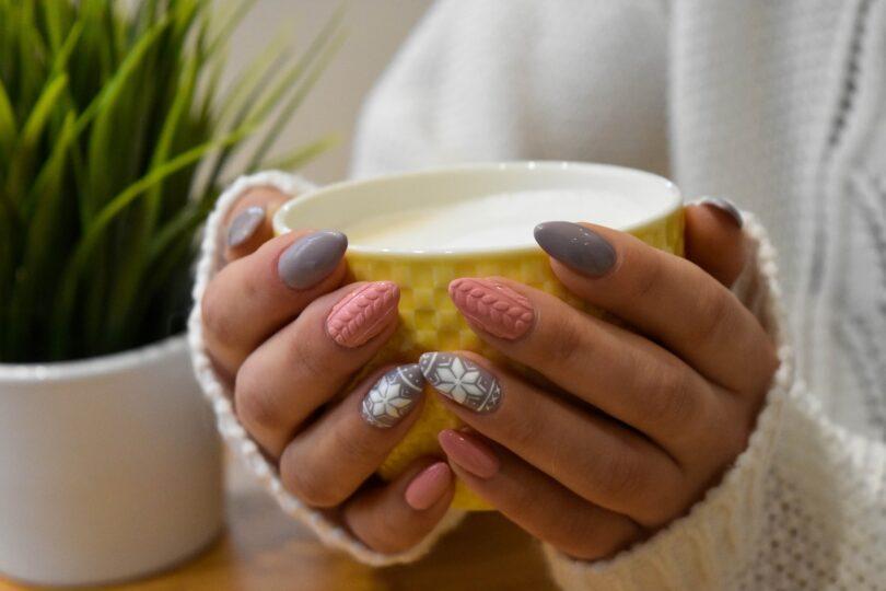 Ručičky jako z alabastru včetně krásných nehtíků